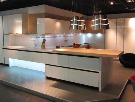 Lovik cocina moderna cocina dm blanco brillo gola negra lovik cocina moderna - Muebles de cocina moderna ...
